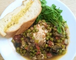 Portuguese Braised Peas and Eggs